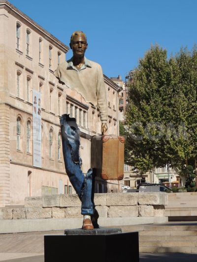 1378902911-new-bruno-catalano-invisible-sculpture-exhibition-at-the-pavilion-m_2644118