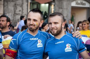 pochos-un-calcio-all-omofobia-gay-pride-napoli-2014(23)